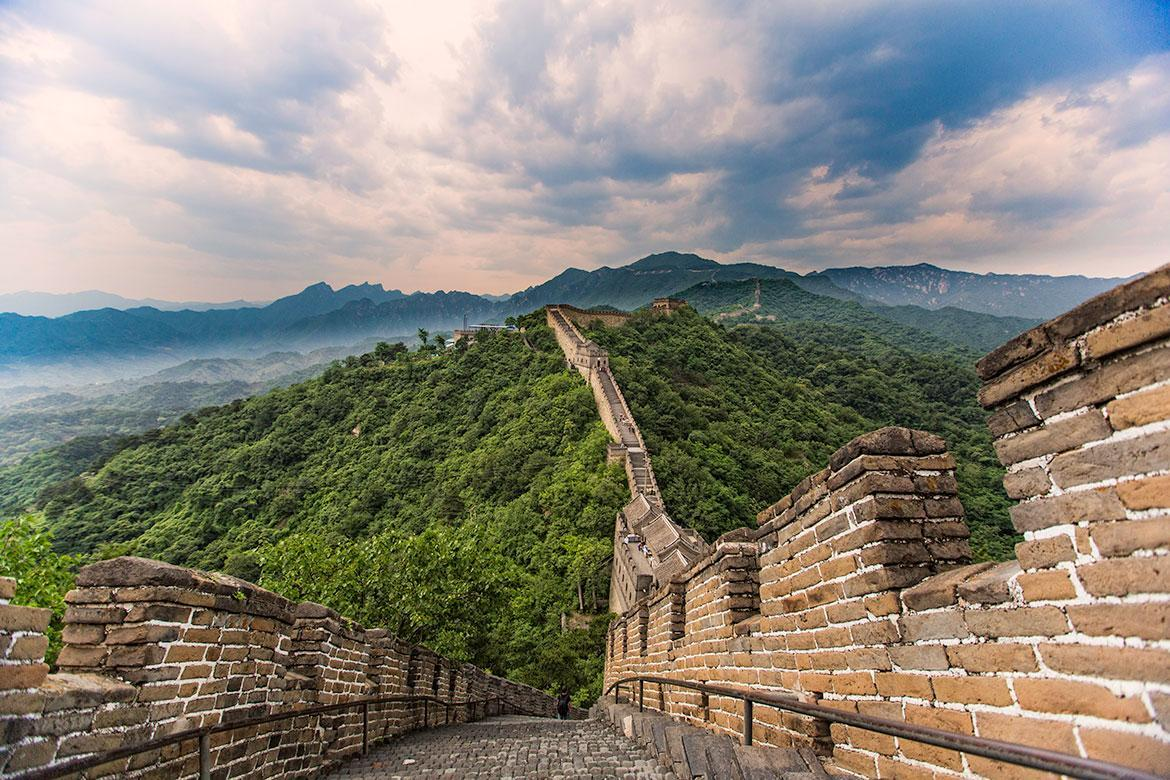 short essay on great wall of china The great wall of china, considered one of the new seven wonders of the world, winds its way up mountainsides and down valleys while it separates china from inner mongolia.