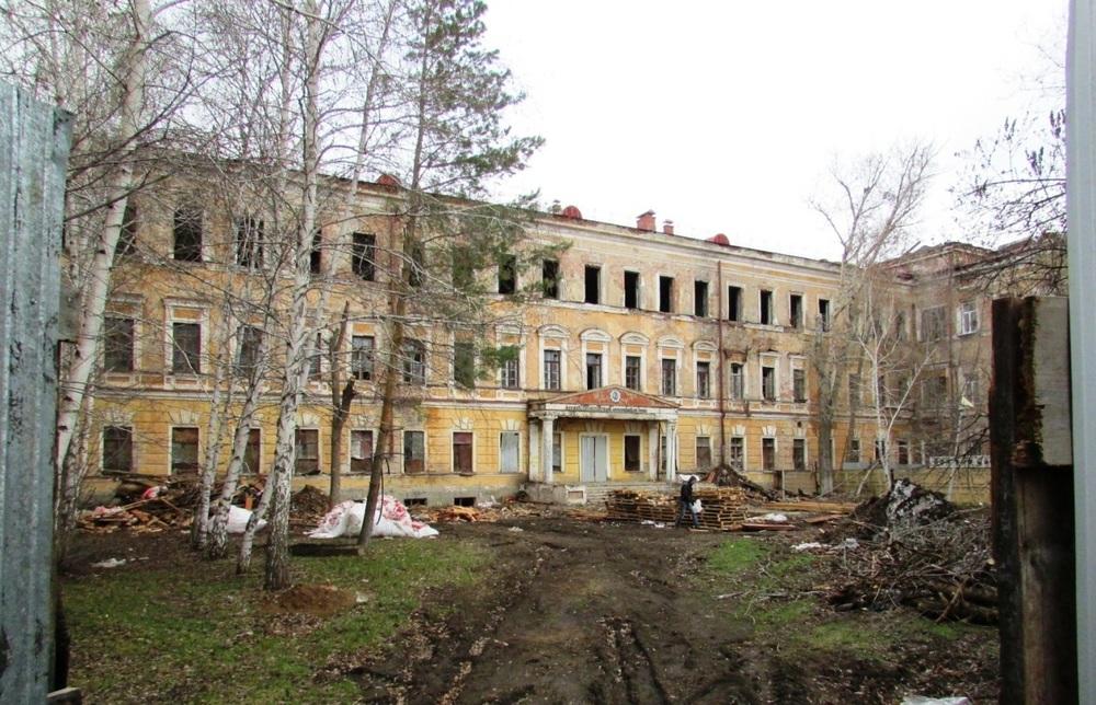 """В лётной школе, где учился Гагарин, теперь """"заброшка"""" и РПЦ"""