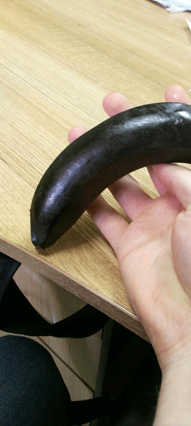 Член вместо банана в рот