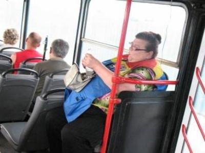стюардеса дрочит пассажиру что бы тот успакоился