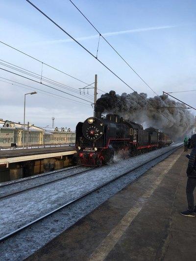 Прибытие ретро-поезда на Витебский вокзал.