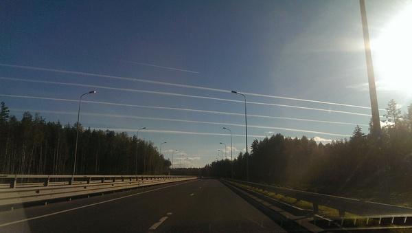 Тропинки в небе Инверсионный след, Самолет