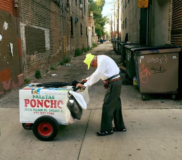 Пользователи сети собрали 300 тысяч долларов для 89-летнего мороженщика из Чикаго Мороженщик, Доброта, Длиннопост