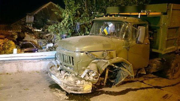 В Харькове грузовик залетел на крышу дома Украина, Флажки, Грузовик, Длиннопост, Зрада