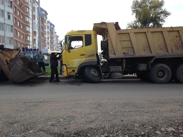 Сломалось колесо у КамАЗа , от перегрузки Камаз, Поломка, Колесо