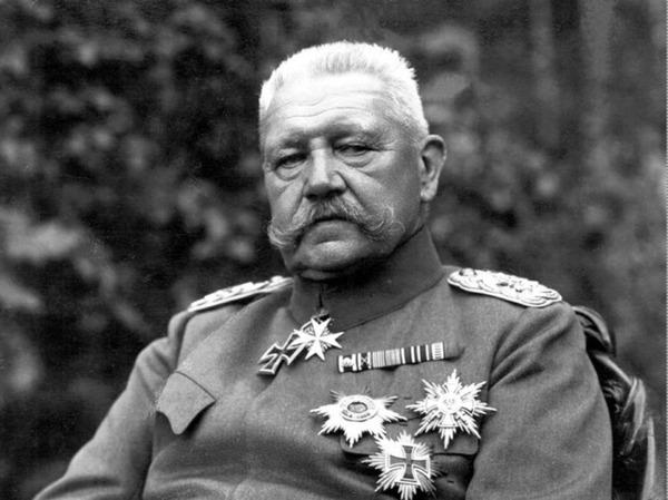 how did hindenburg undermine german democracy in 1925 33 essay
