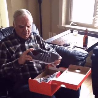 Дедушке подарили необычные кроссовки