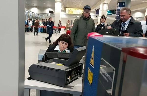 "Аэропорт ""Домодедово"" - служба досмотра домодедово, служба, сотрудница, сон, контроль, не мое"
