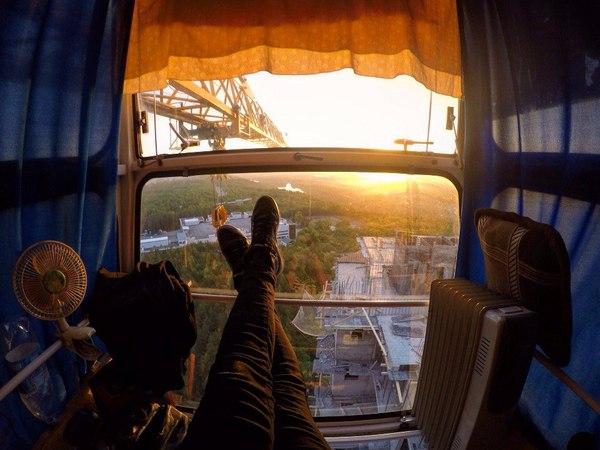 Вид из кабины башенного крана. Уютненько.