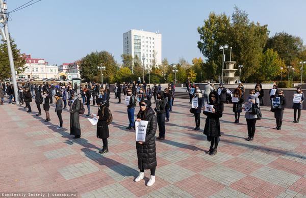 Сегодня в Томске прошла акция-перфоманс против пушных ферм Животные, Защита животных, Томск, Новости, Шуба, Длиннопост