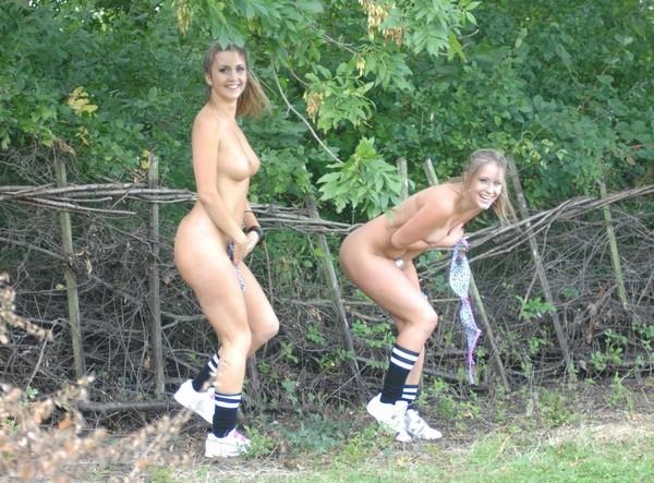 Подсматривание за голыми девками