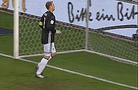 Нойер вчера в матче с Чехией