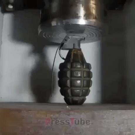 Гидравлический пресс против инертной гранаты