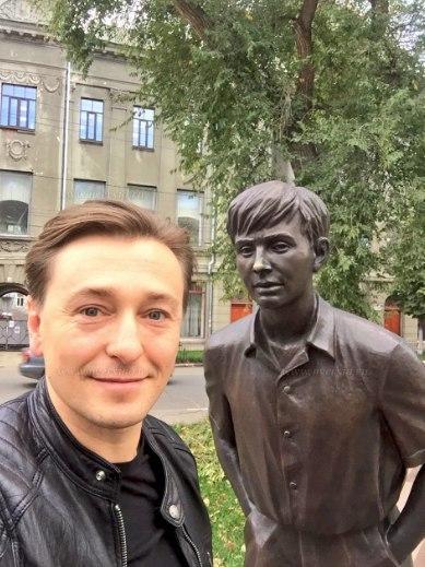 Безруков и город с не самым большим количеством берез Саратов, Безруков