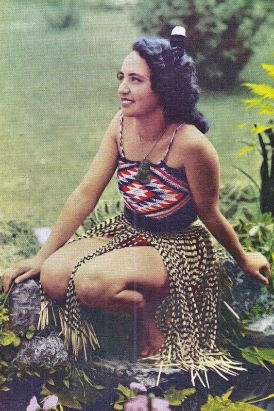 hot-maori-girl-strips