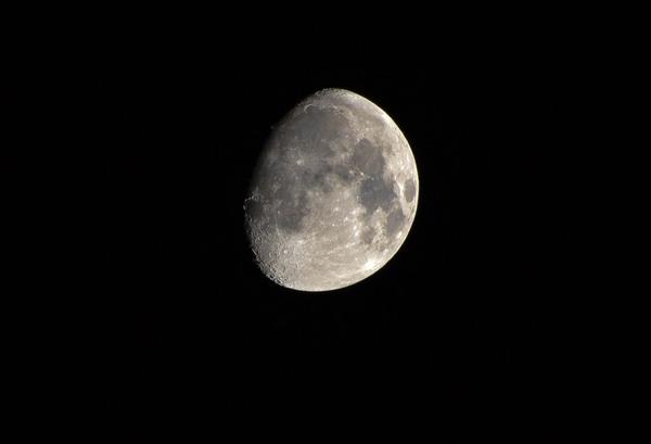 Луна Nikon d3100, Луна