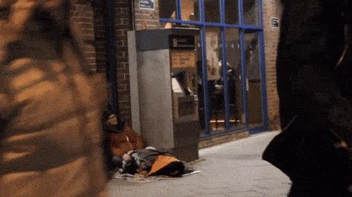 Бездомному подарили куртку Гифка, Подарки, Бомж, Радость