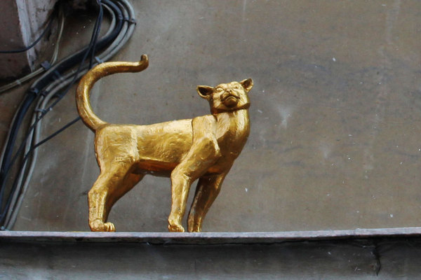 Короли улиц: 9 памятников кошкам. Они повсюду, от них не скрыться... Собаки против кошек, Братья наши меньшие, Длиннопост, Кот