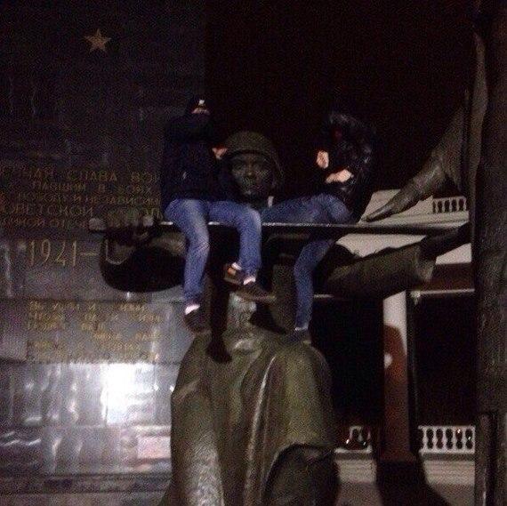 На мордовских подростков завели дело о вандализме за фотографию на памятнике Вандализм, Памятник, Мордовия