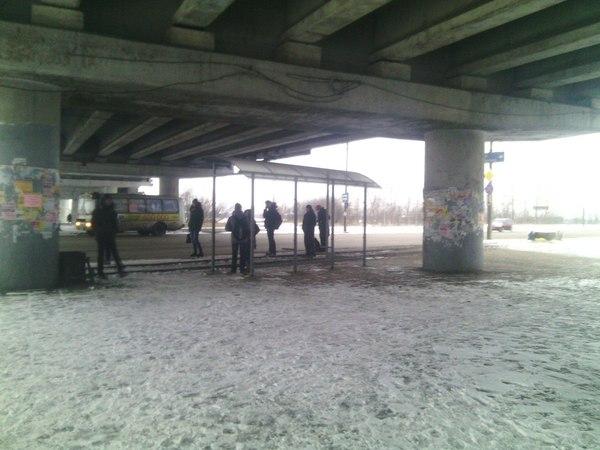 -У нас остановка под мостом, нам не нужна крыша, давайте лучше стенки - Нет, возьмите крышу!