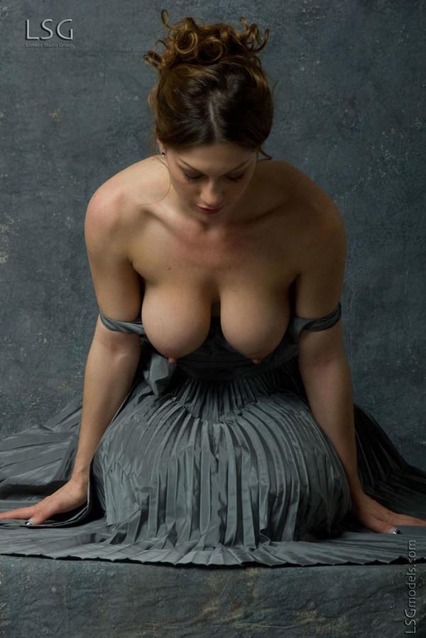 Голые сиси женщин фото