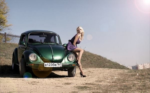 Блондинка с богатым дяденькой в машине фото 547-284