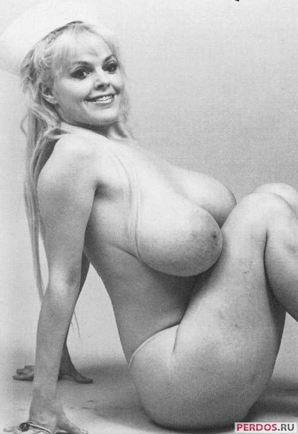 Порно фото ретро большая грудь