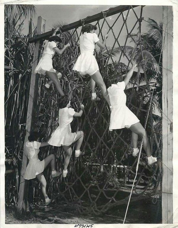 Девушки из ВМФ США. Полоса препятствий. Флорида, 1944 г.