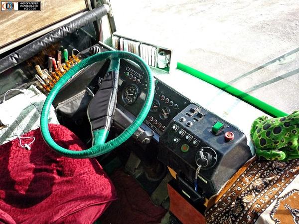Приборная панель в троллейбусе. Троллейбус, Приборная панель, Удивительное