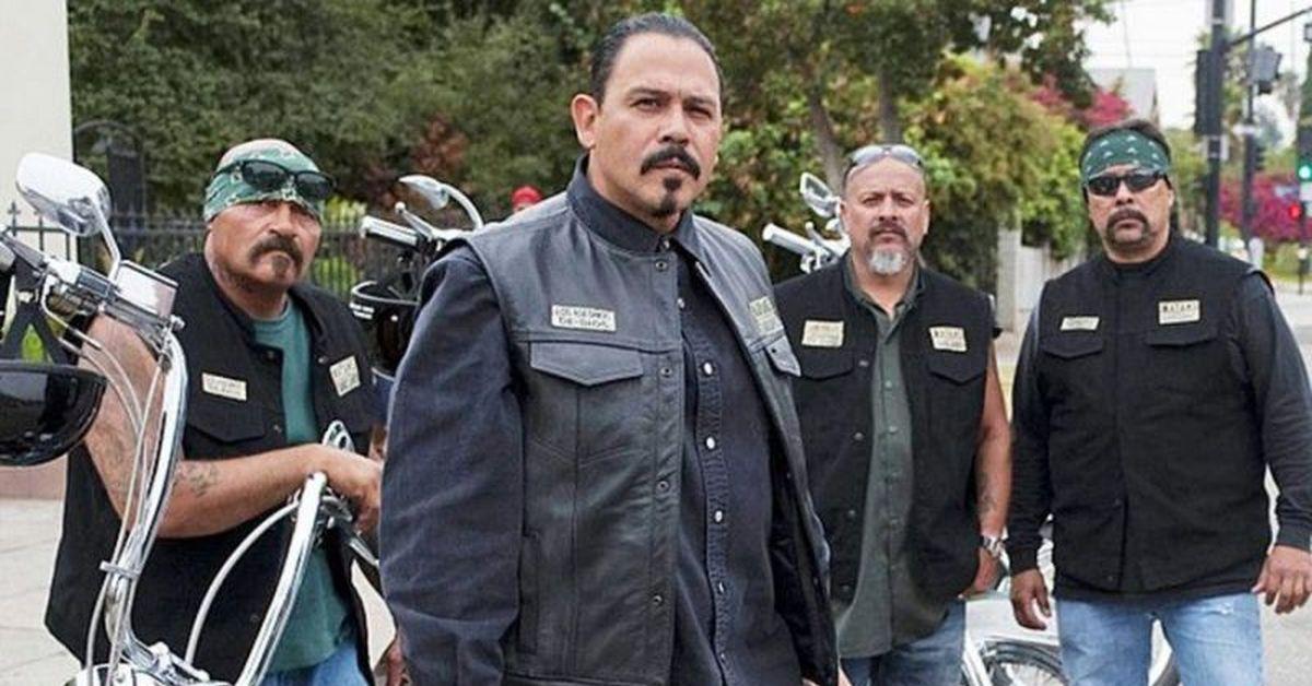 Mayans MC es una serie dramática derivada de la aclamada ficción televisiva de FX Sons of Anarchy Esta serie está ambientada en el mundo de los Sons of