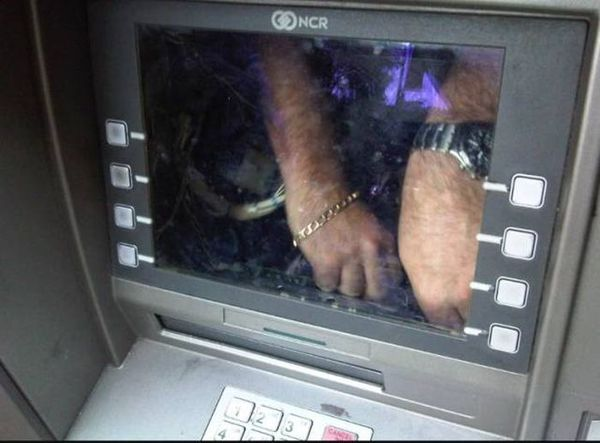 Спасибо постам про обманы в банкомате! Благодаря им сразу заметил подвох!