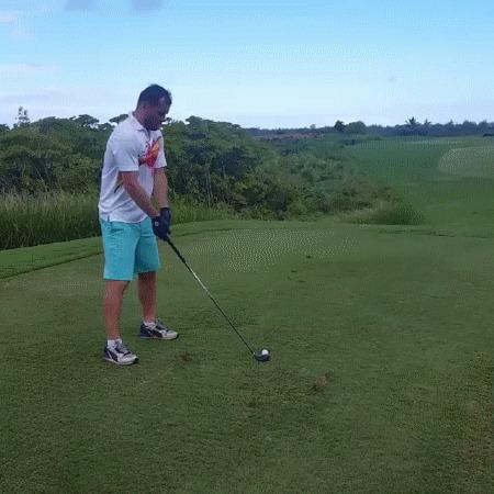 Кержаков играет в гольф в своём фирменном стиле) Футбол, Кержаков, Гольф, Kerzhakoved, Самоирония, Юмор, Instagram, Fail, Гифка