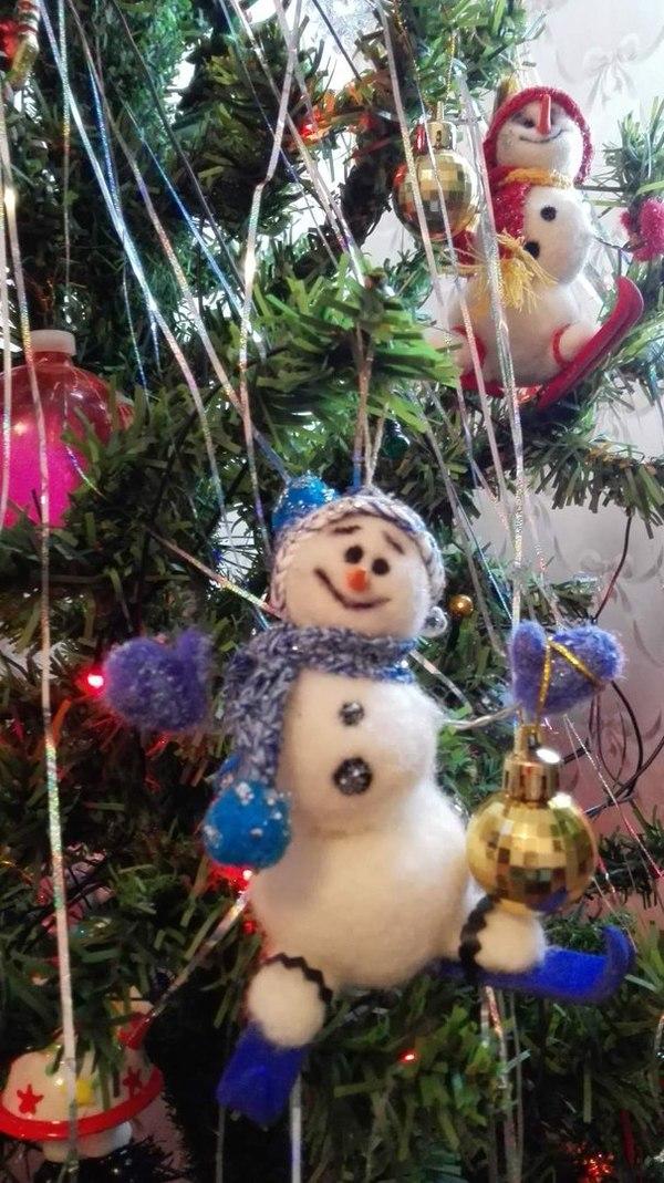 Новогодний снеговичок .