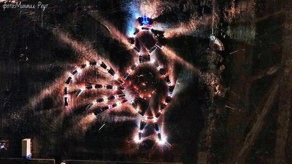 Новогодний петушок из машин Новый Год, Слишком много машин, Ивент, Петух, Люди, Креатив, Солигорск