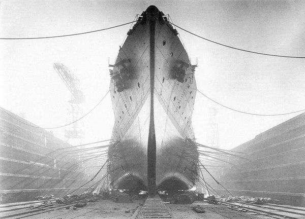 """Японский линейный крейсер """"Конго"""" в сухом доке"""