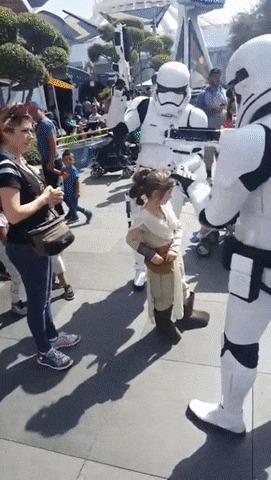Маленькую девочку арестовали в диснейленде