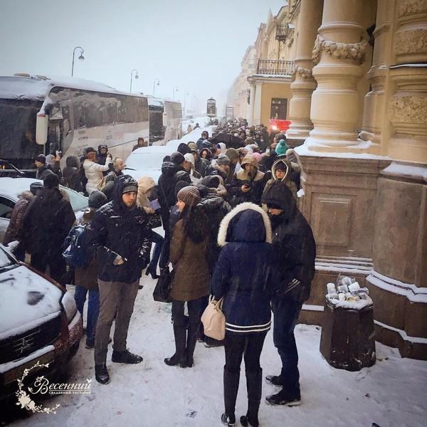 Очередь во Дворец бракосочетания в Петербурге дворец бракосочетание, толпа, Санкт-Петербург, длиннопост