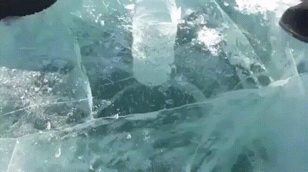 Очень толстый лёд.