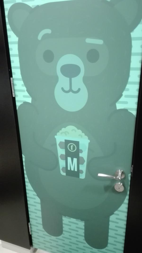 Просто туалет. Просто медведь. медведь, Туалет, педобир, кинотеатр, Рига