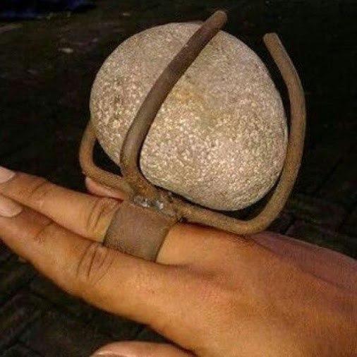 Подарил жене кольцо с большим камнем... Как и просила