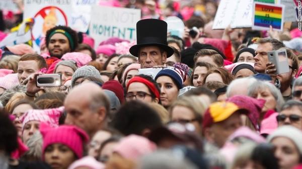 Авраам Линкольн на митинге против Трампа
