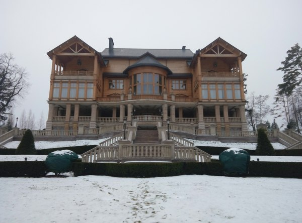Небольшая экскурсия по Межегорью (Бывшая резиденция Виктора Януковича). Часть первая. Политика, Украина, Янукович, Хоромы, Длиннопост, Картинки