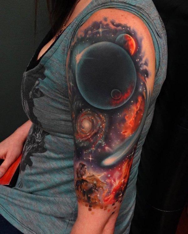 Татуировки с космосом