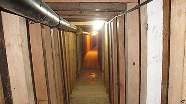 Американские следователи объявили об обнаружении туннеля, проходящего под границей с Мексикой. Политика, Анус, Мексика, Шутка