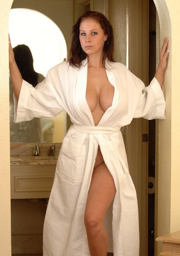 фото у жены под халатом