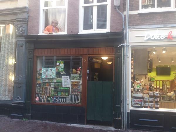 Идешь такой по безлюдному утреннему Амстердаму
