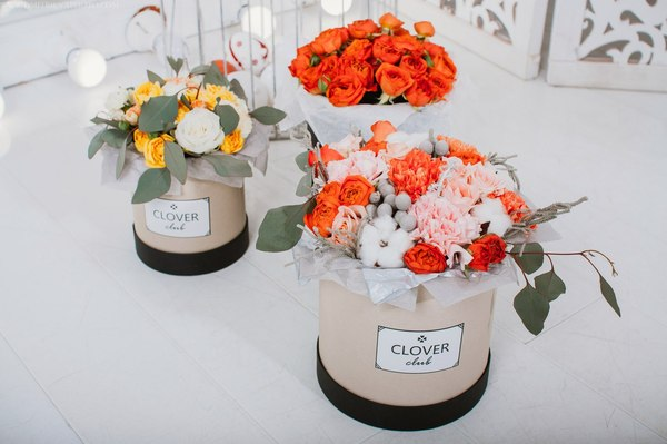 Нужно живые цветы потому как искусственные способны только притягивать пыль букет из конфет своими руками на свадьбу