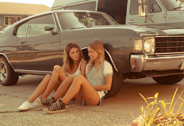 Девушки в 1976 г. девушки, одежда, реклама, студенты, постановка