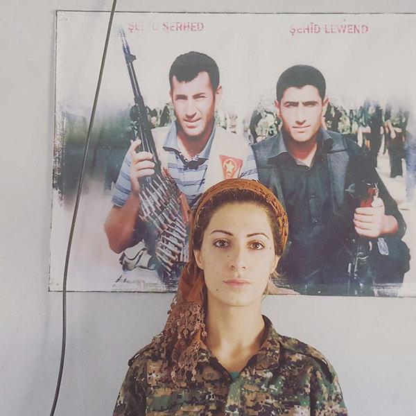 За голову девушки убившую более 100 боевиков ИГИЛ (запрещенная в России террористическая организация) назначена награда в 1 млн. долларов. Война в сирии, Девушки и армия, Длиннопост, Сирия