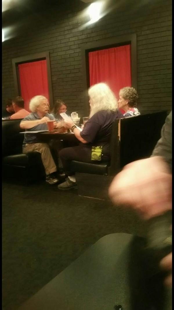 Санта обедает с Эйнштейном